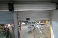 Алюминиевая дверь шторного типа, вид изнутри