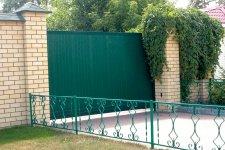 Откатные ворота зеленого цвета