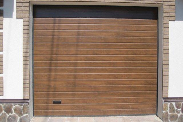 Секционные гаражные ворота Алютех Тренд